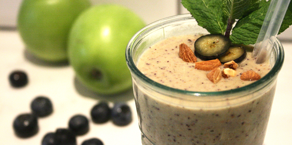 Dairy free blueberry, apple and almond smoothie