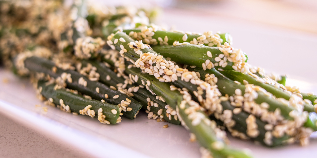 Green beans with toasted sesame seeds