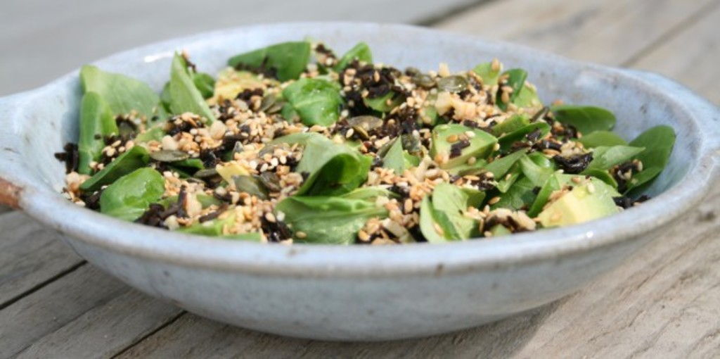 Leafy green and seaweed salad with a nutritious crunch