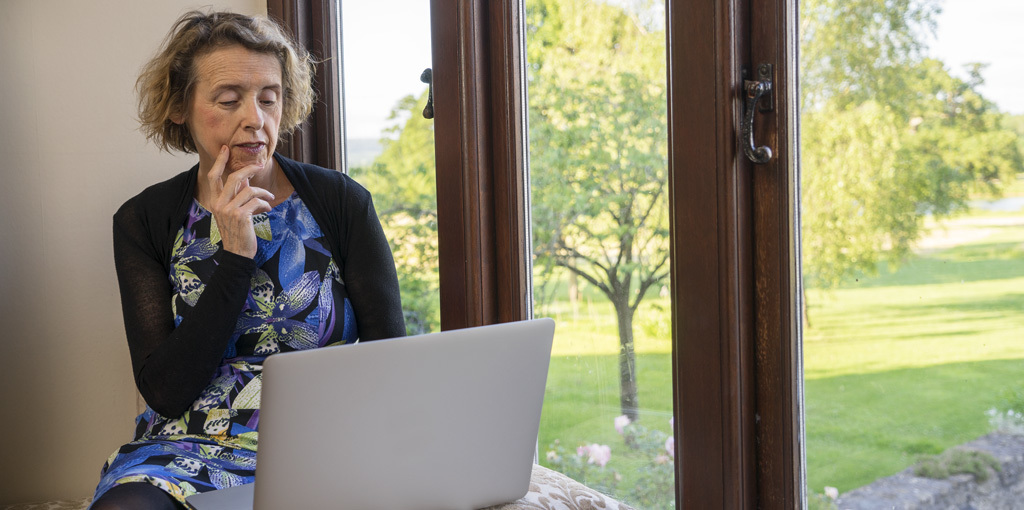Dating online: how to use Internet dating sites and stay safe