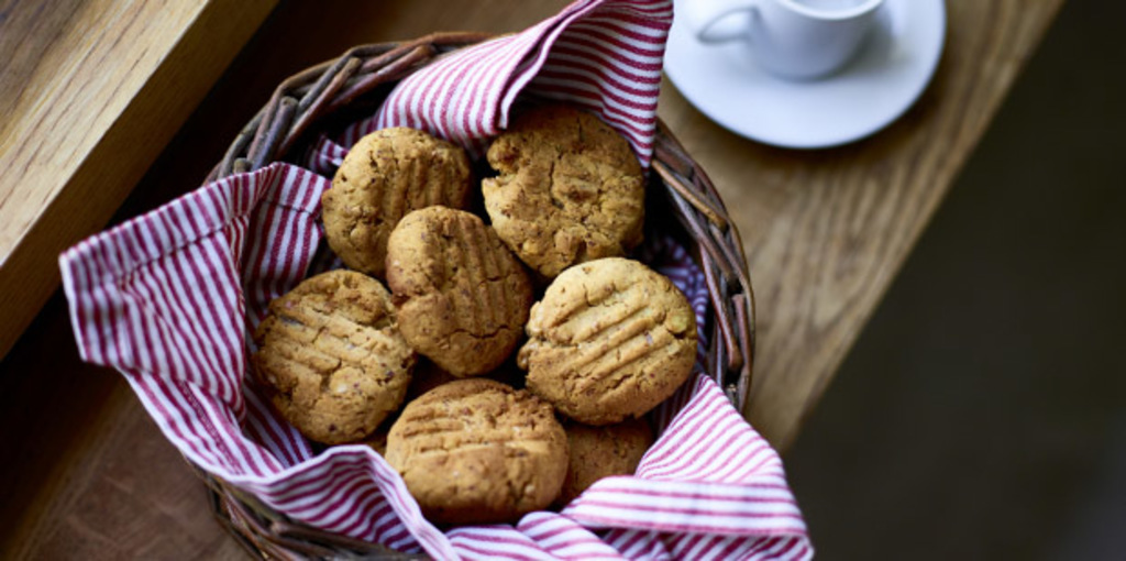 Healthy, refined sugar-free, nut and date biscuit recipe