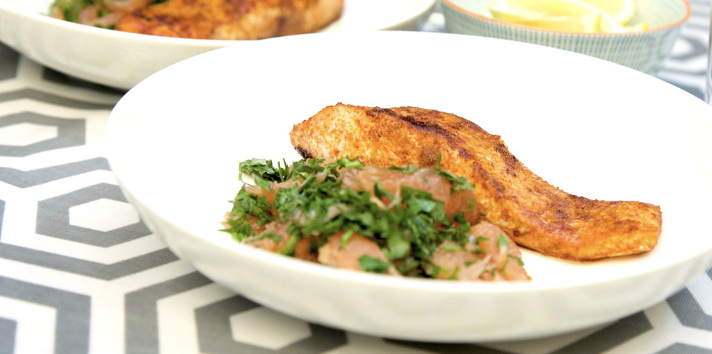 Spice-coated salmon with grapefruit salad