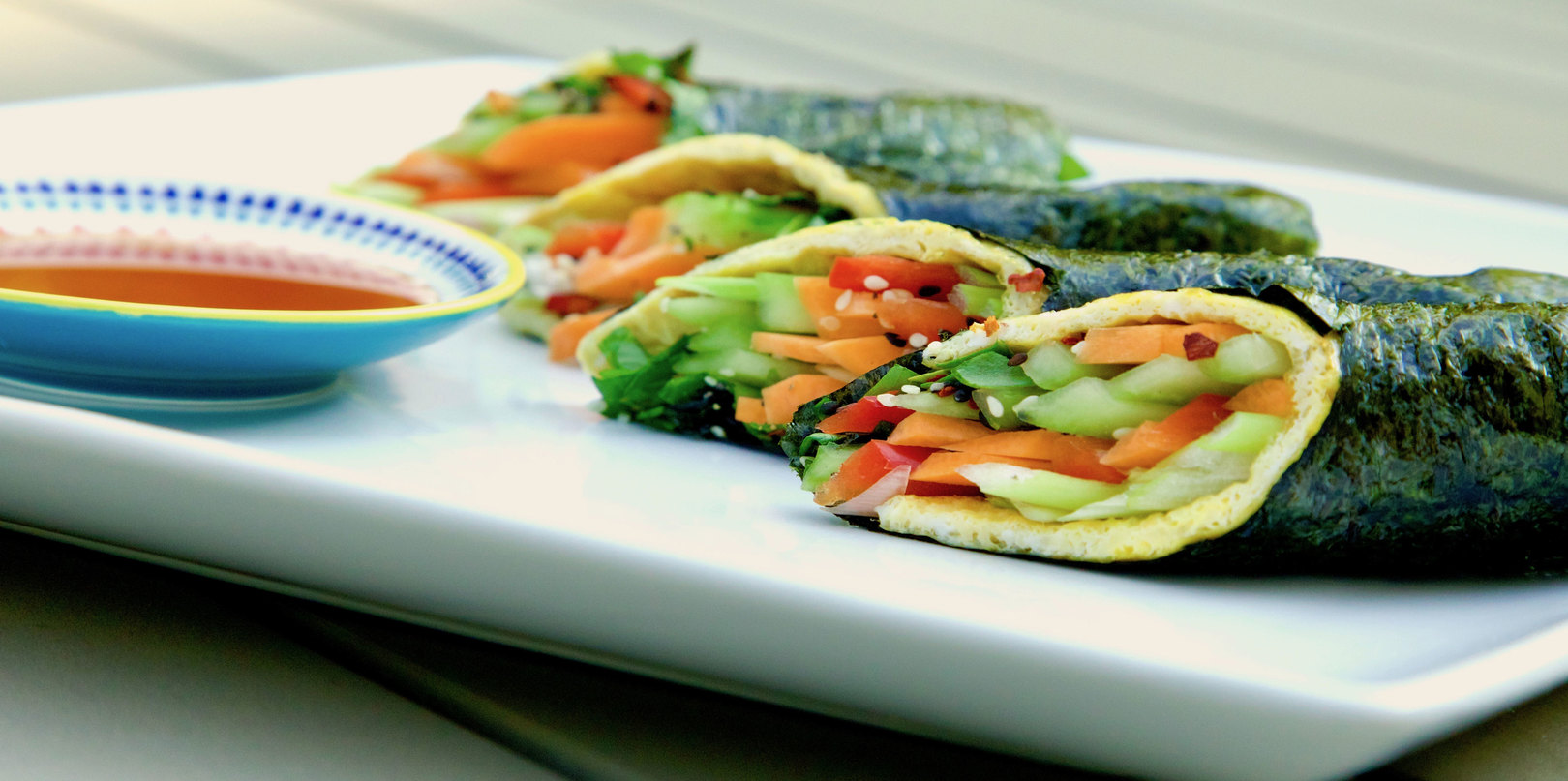 Egg and vegetable sushi